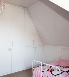 Slaapkamerkast, in schuinte verwerkte kast