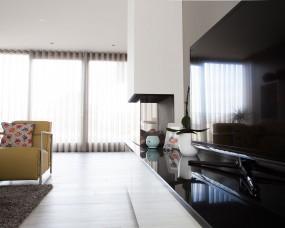 Tv-meubel om open haard, combinatie hoogglans en graniet blad